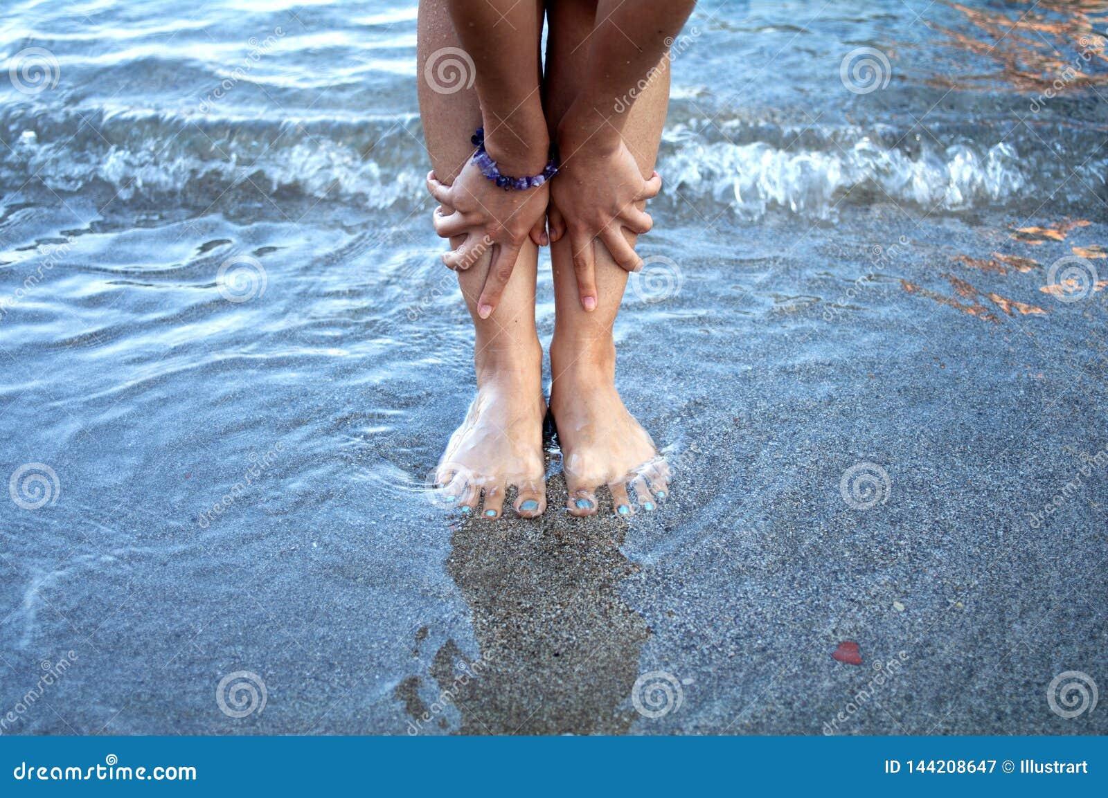 293 Pies Hermosos De La Mujer En La Playa Fotos Libres De Derechos Y Gratuitas De Dreamstime