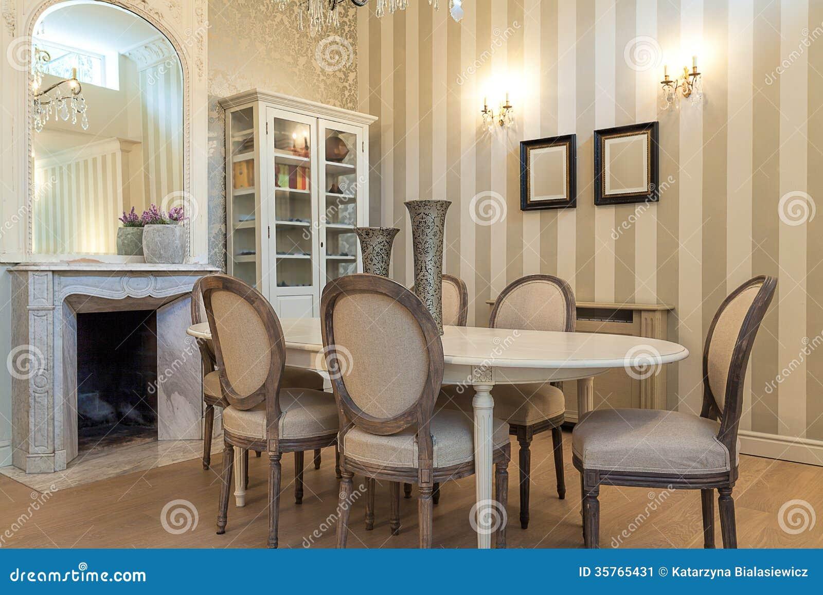 Mans O Do Vintage Mesa De Jantar Imagem De Stock Imagem De  ~ Mansões Por Dentro Cozinha