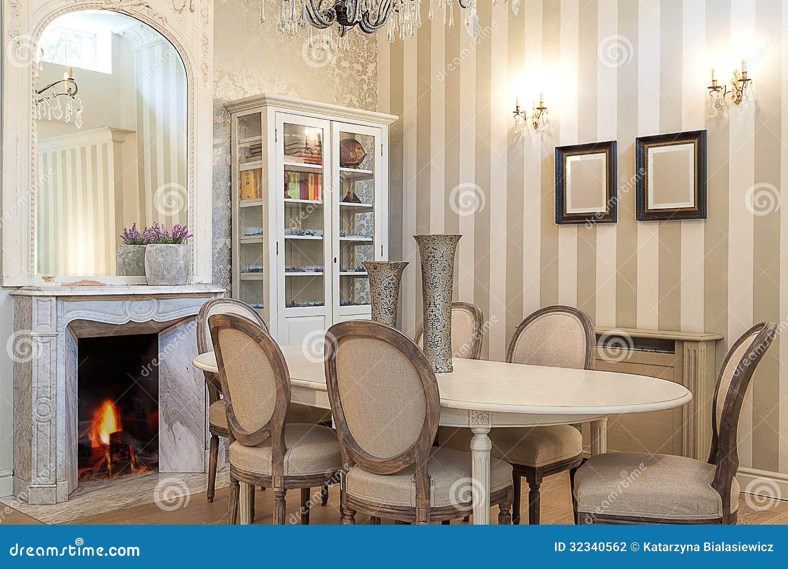 Sala De Jantar Estilo Retro ~ Mansão Do Vintage  Sala De Jantar Fotografia de Stock  Imagem