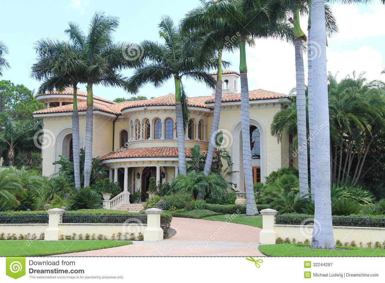 Tampa Florida mansion (from http://www.dreamstime.com/royalty-free