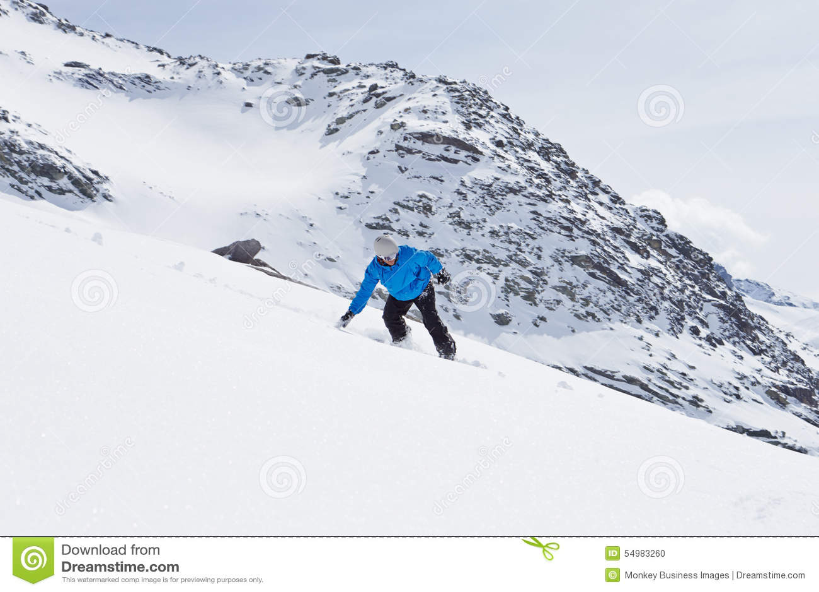 ManSnowboarding på Ski Holiday In Mountains