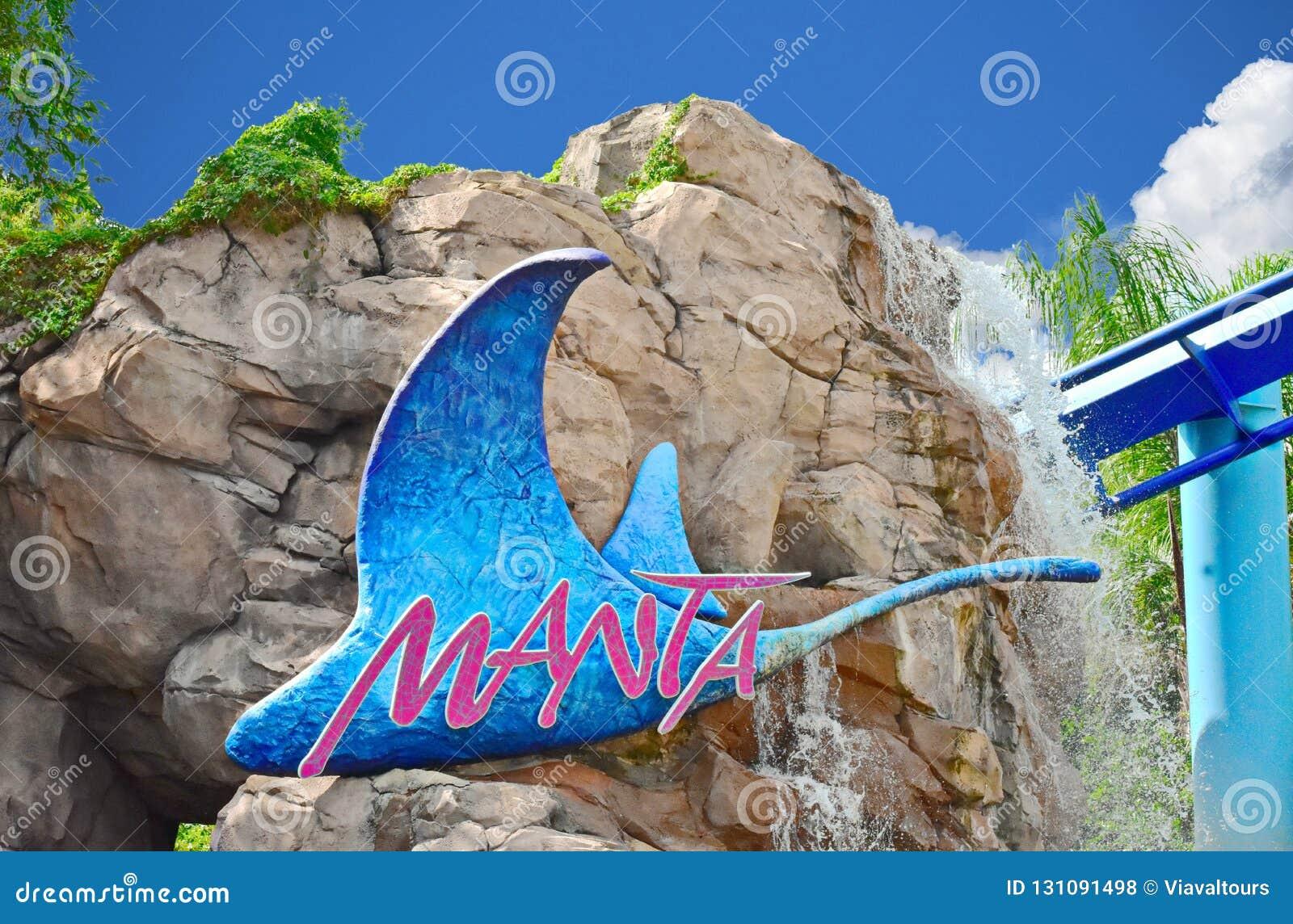 Manta Ray Rollercoaster Sign med härliga stenar och vattenfallbakgrund på Seaworld