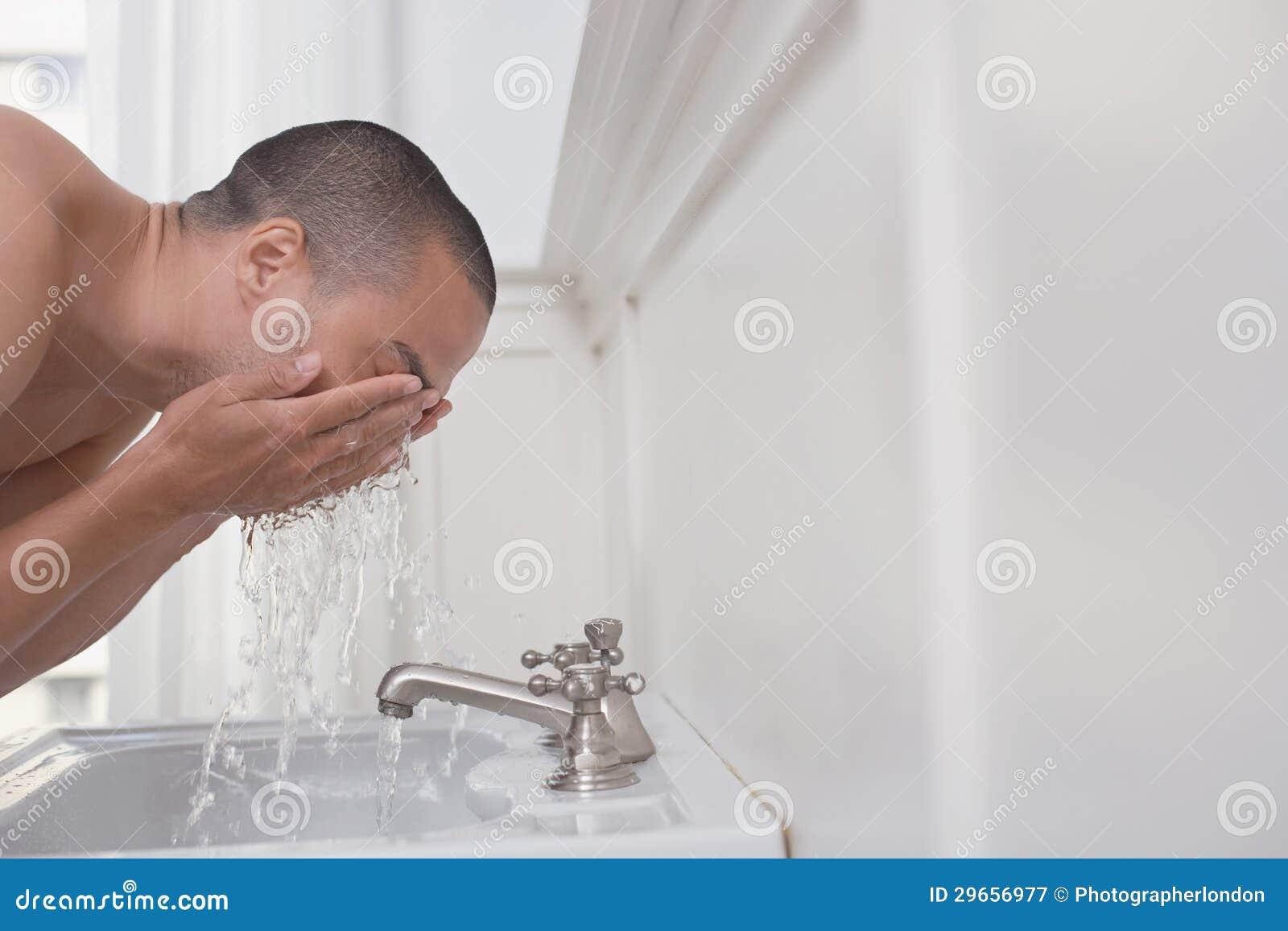 Mantvagningframsida i vask