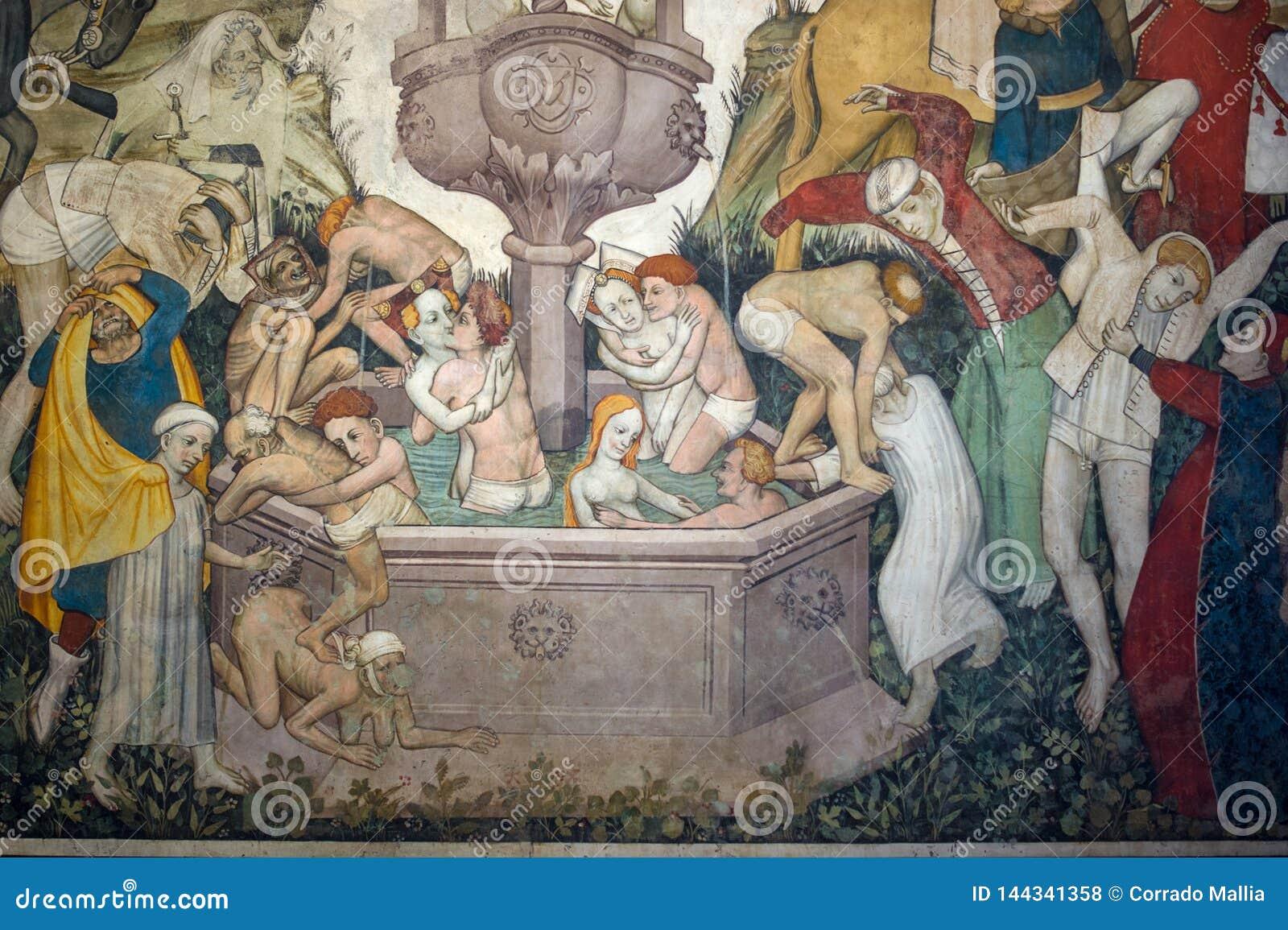 Manty Roszują, narzucający Grodowy datować z powrotem xiii wiek który wzrasta wokoło czterdzieści kilometrów od Turyn - fresk,