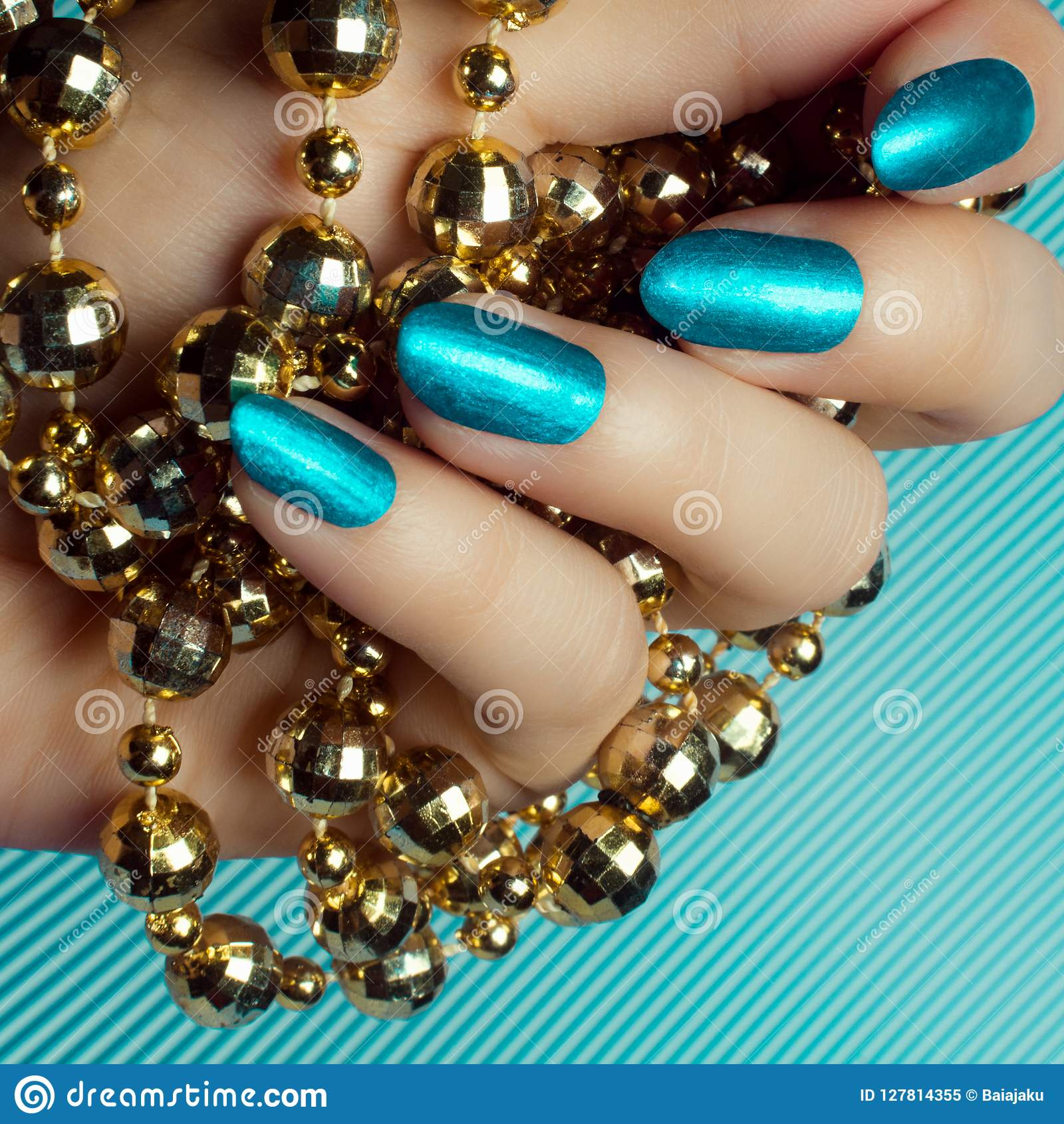 Manucure bleue d ongles