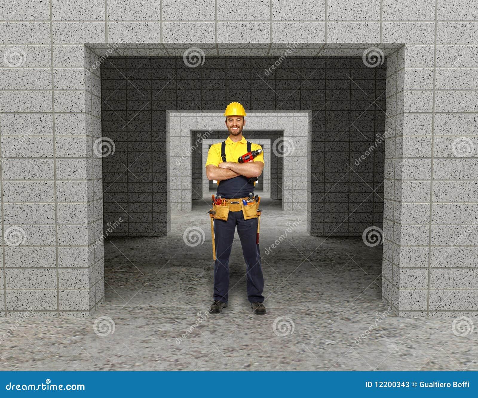 Manuelle Arbeitskraft im modernen Gebäude