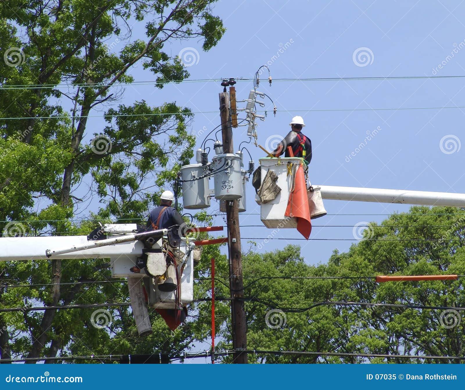 Download Manutenzione del Powerline immagine stock. Immagine di industriale - 7035