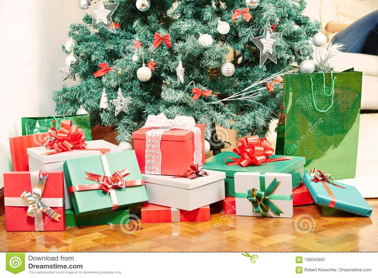 many gifts under christmas tree - How Many Gifts For Christmas