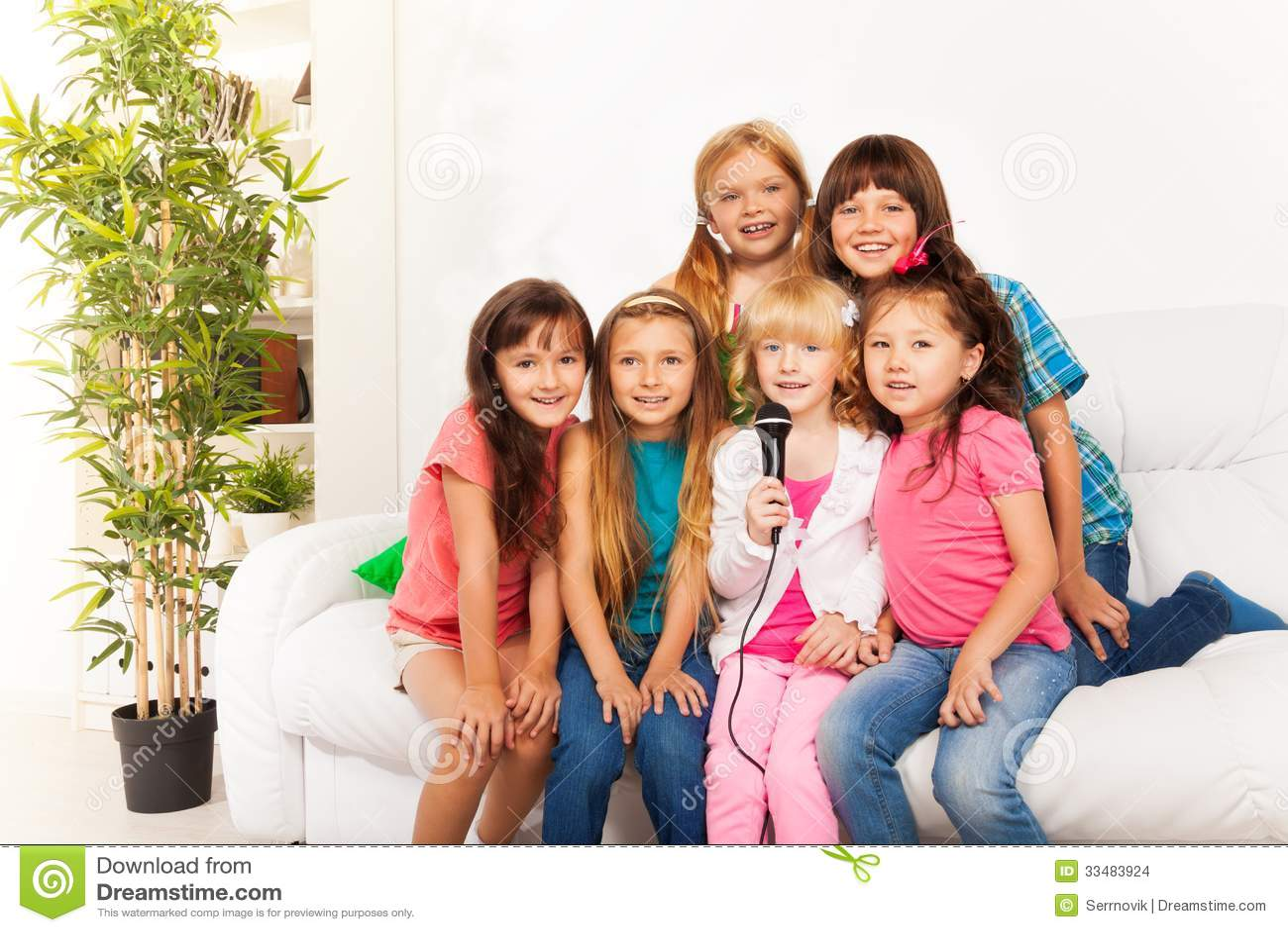 Много девушек вместе фото, ирина голая на улице