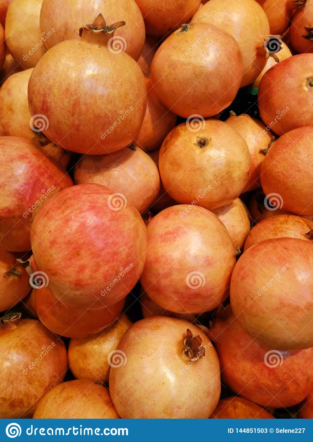 Many natural pomegranets