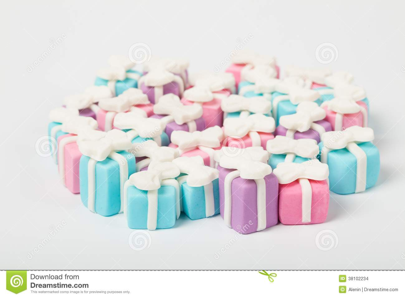 Many small gifts, sugar confectionery