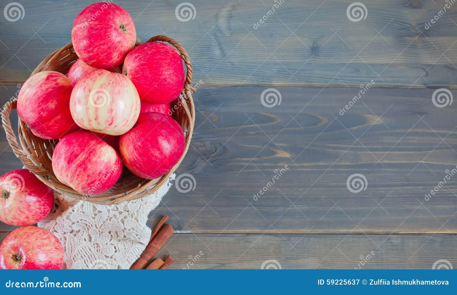 Download Manzanas Dulces En La Cesta Imagen de archivo - Imagen de full, orgánico: 59225637