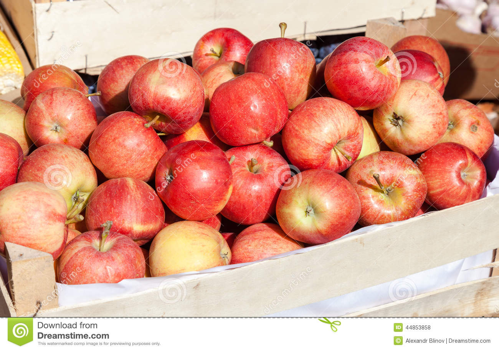 Manzanas para la venta en el mercado de los granjeros