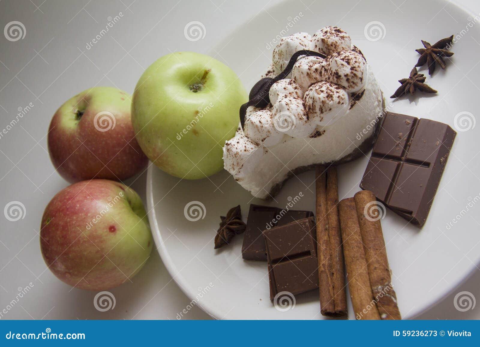 Download Manzanas, peras y tiramisu imagen de archivo. Imagen de cacao - 59236273