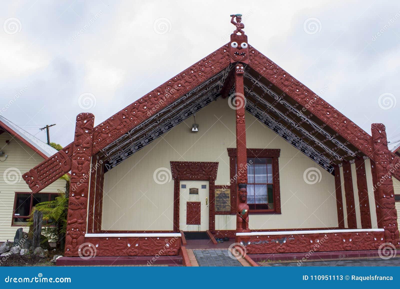 Maori Meeting huswharenui i maoriby