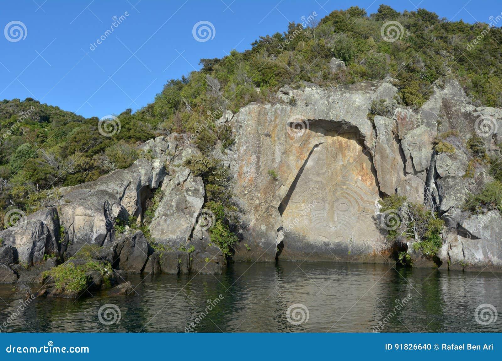 Maori Rock Carving på sjön Taupo Nya Zeeland