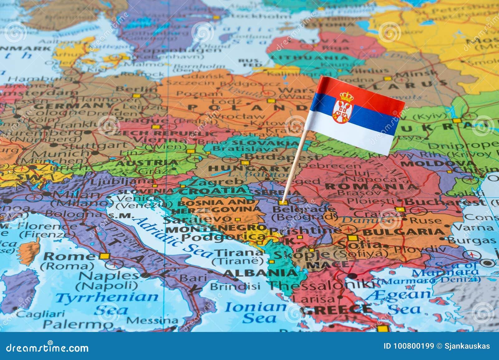 Mapa da Sérvia e pino da bandeira