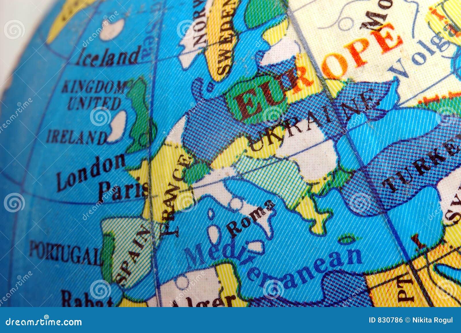 Mapa de Europa no globo terrestre pequeno