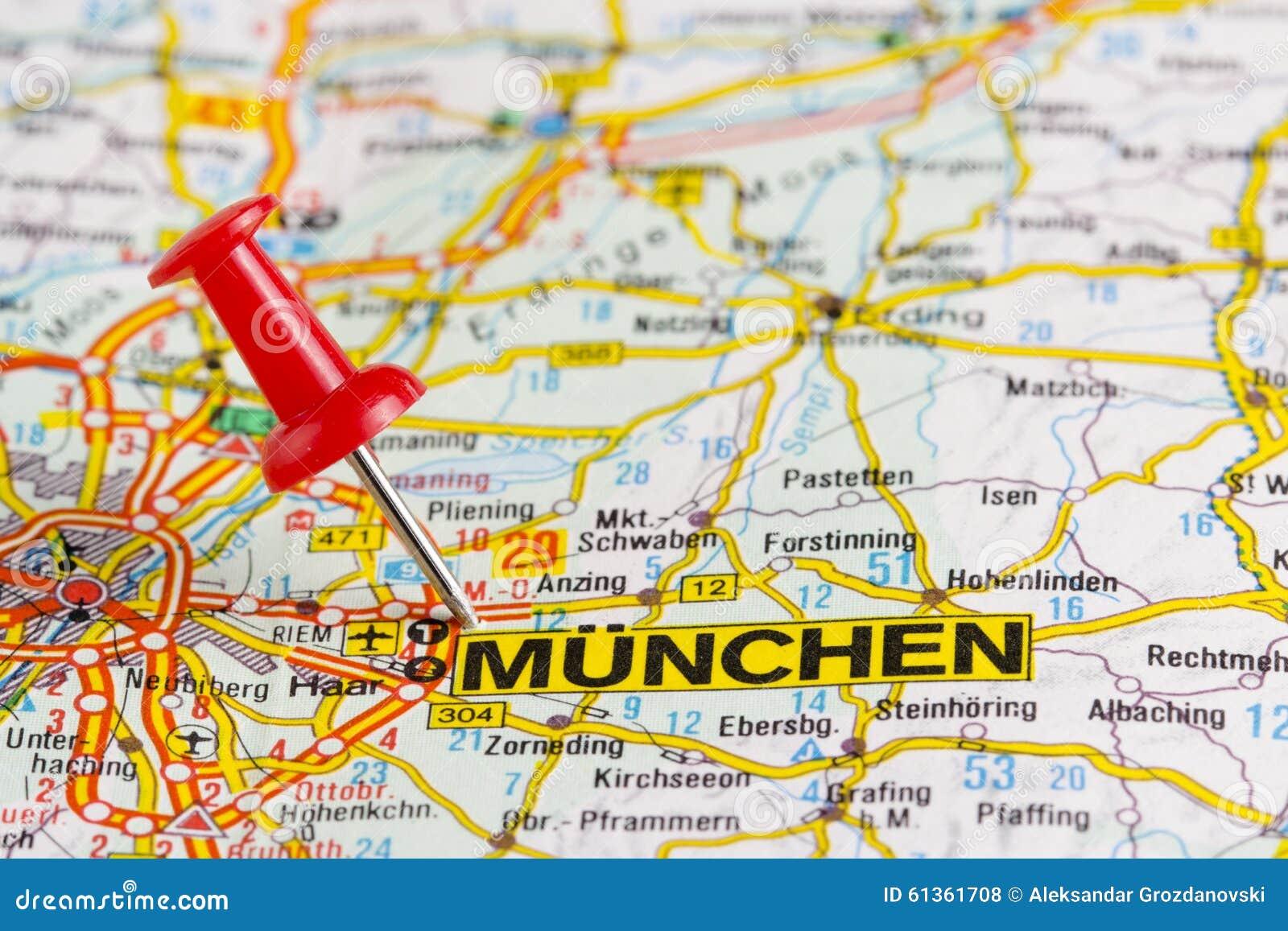 Mapa de Munchen con el perno apuñalado