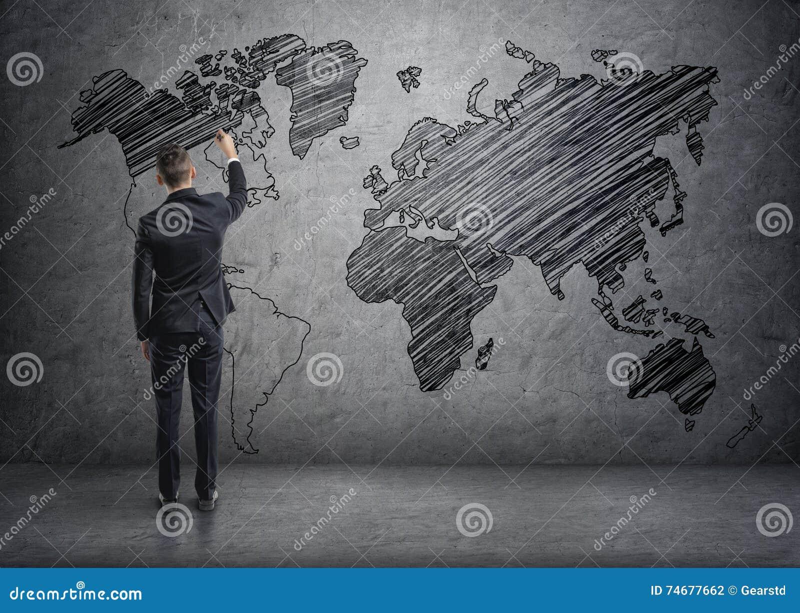 Mapa del mundo del dibujo del hombre de negocios en el muro de cemento