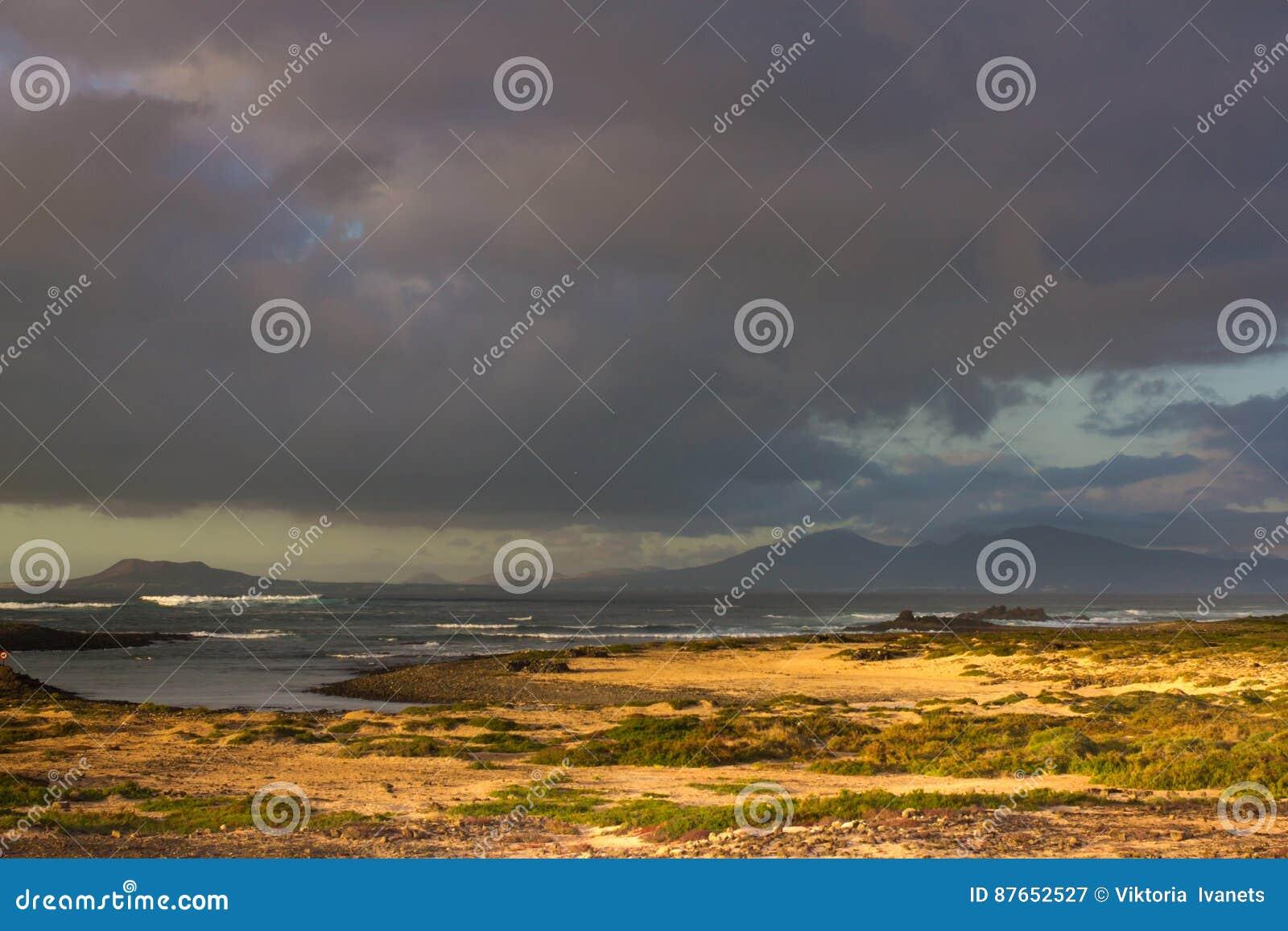 Mappa dell 39 isola di lanzarote che si apre all 39 isola dei lobos spagna fotografia stock - Finestra che si apre ...