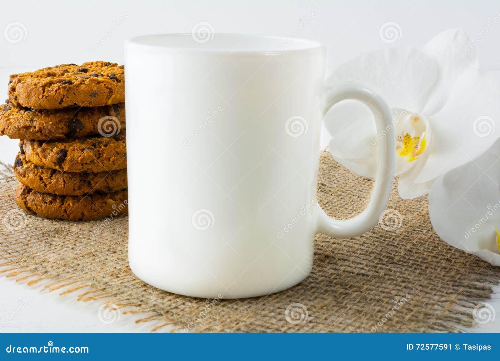 Maquette de tasse de café avec des biscuits