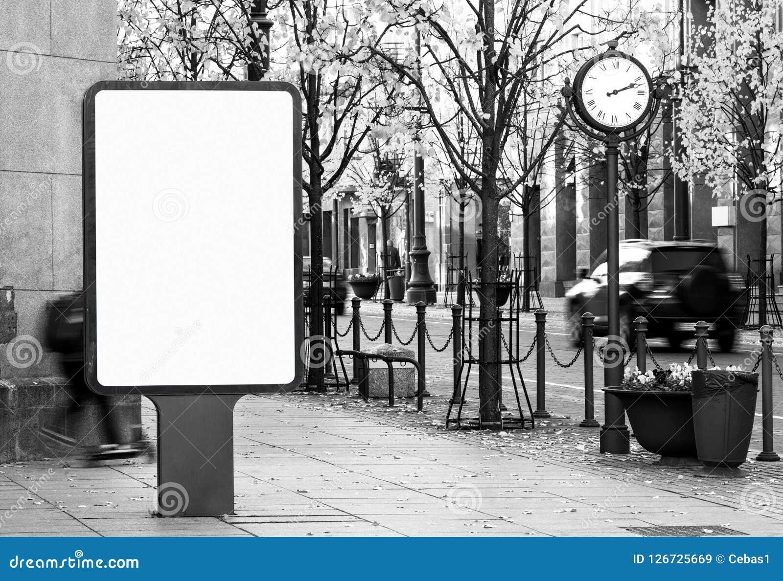 Maquette extérieure noire et blanche de panneau d affichage sur la rue de ville