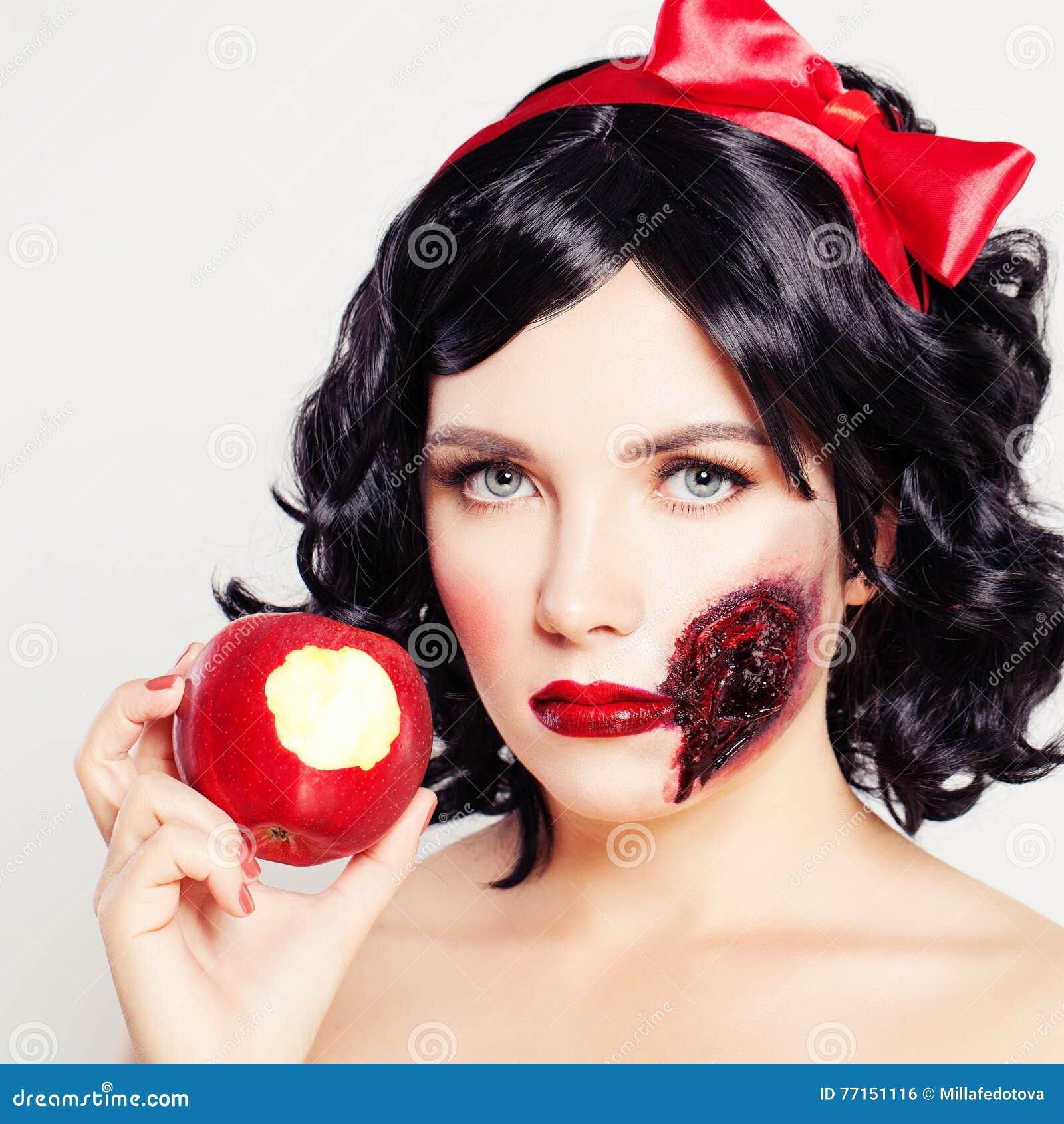 Maquillage artistique de Halloween Haracters blancs de ¡ de la neige Ð de femme