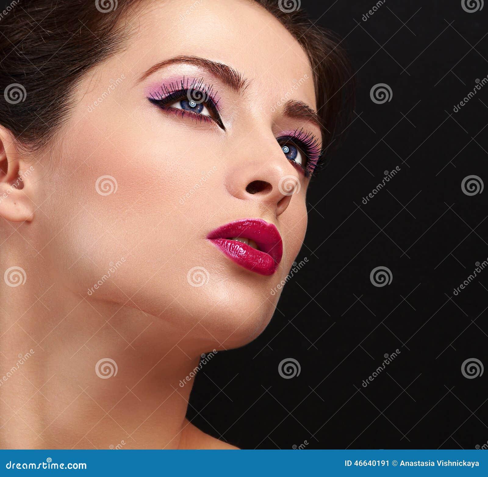 maquillage chic de visage de femme longs m ches et rouge l vres de lustre closeup image stock. Black Bedroom Furniture Sets. Home Design Ideas