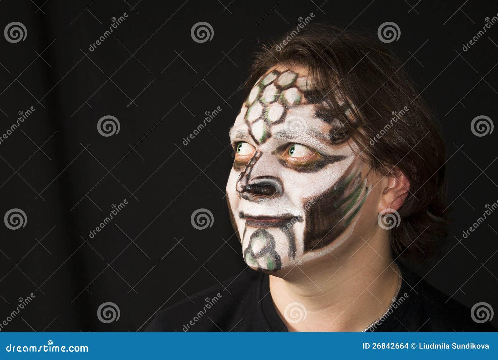 maquillage d 39 un dragon sur le visage d 39 un homme images stock image 26842664. Black Bedroom Furniture Sets. Home Design Ideas