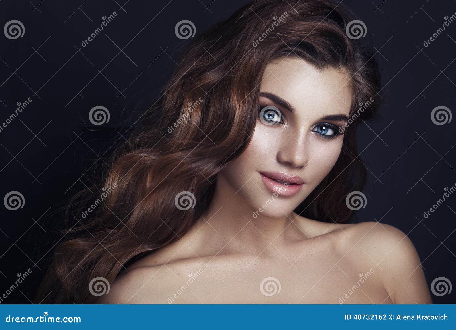 Maquillage de charme de mode Beauté Girl modèle avec le maquillage a de charme