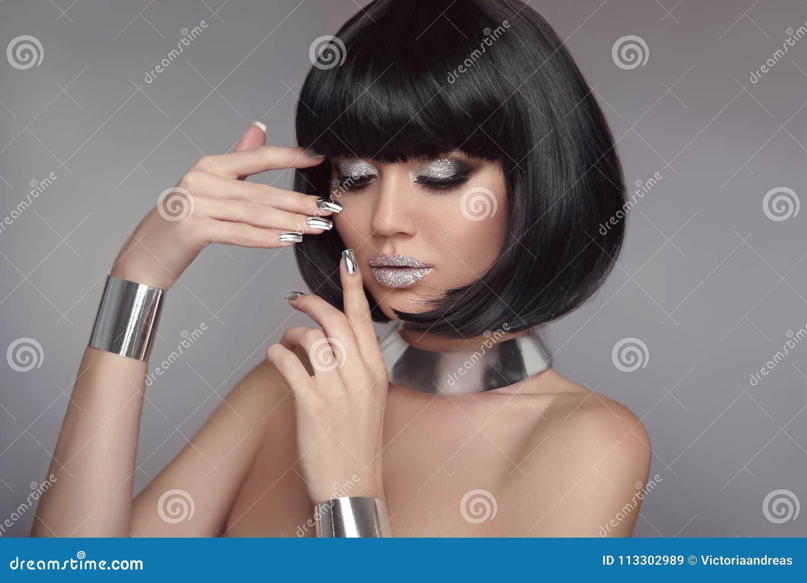 Cabello corto negro con plata