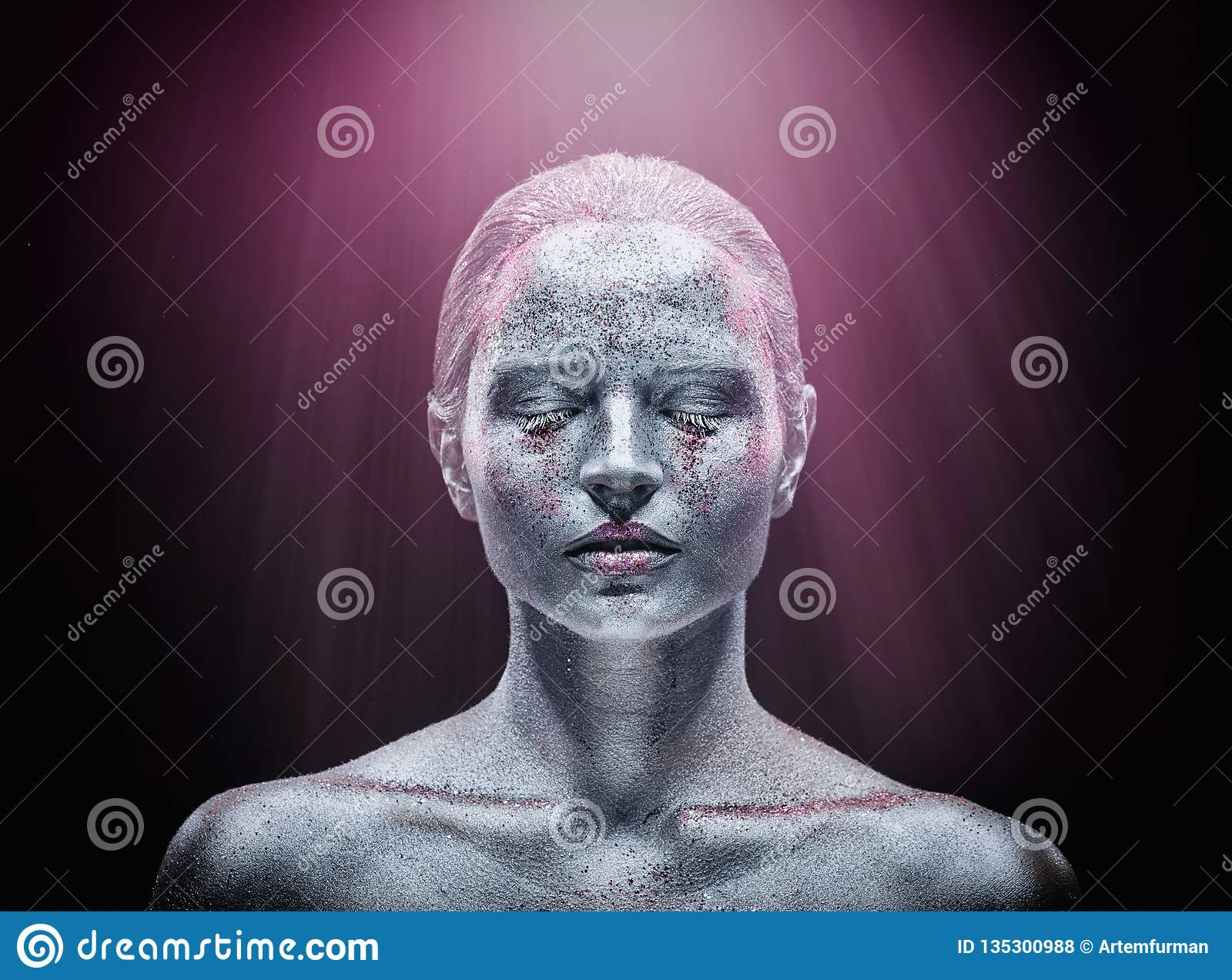 Maquillaje de plata