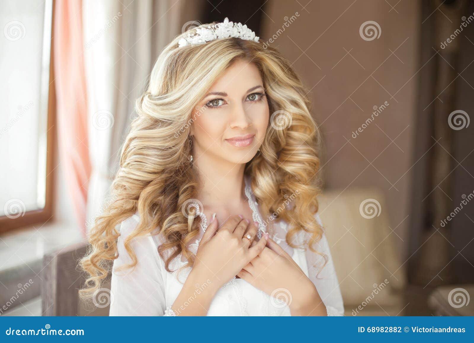 Maquillaje Peinado sano Retrato de boda de la novia de la belleza Feliz