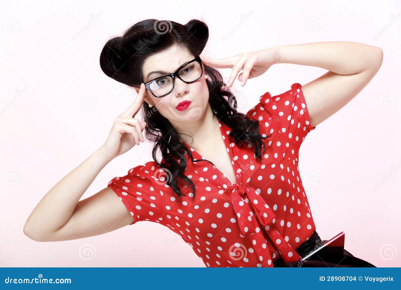 Maquillaje Y Peinado Pensativos Del Vintage De La Mujer Foto De