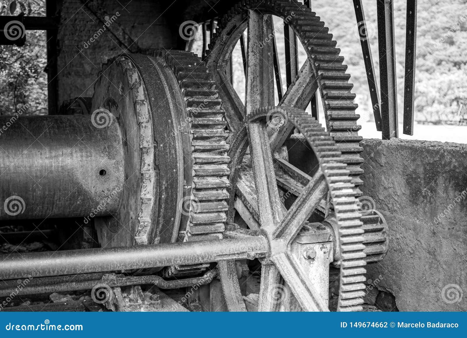 Maquinaria em desuso e rejeitada no setor mineiro