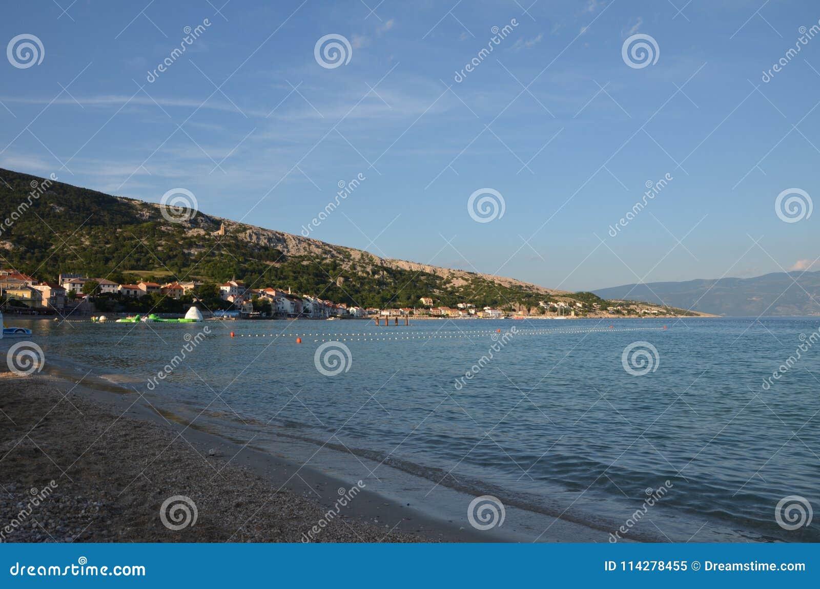 Mar adriático hermoso en el verano de 2015