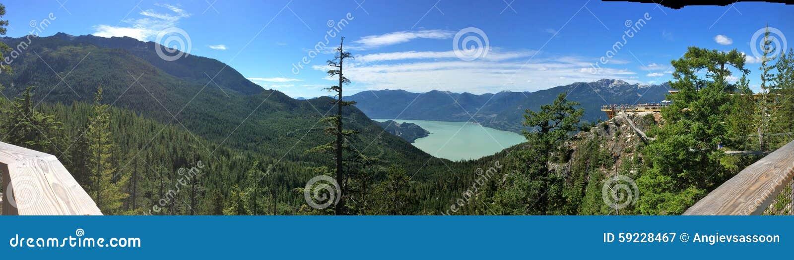 Download Mar Al Paisaje Del Cielo, Columbia Británica Imagen de archivo - Imagen de canadiense, montañas: 59228467
