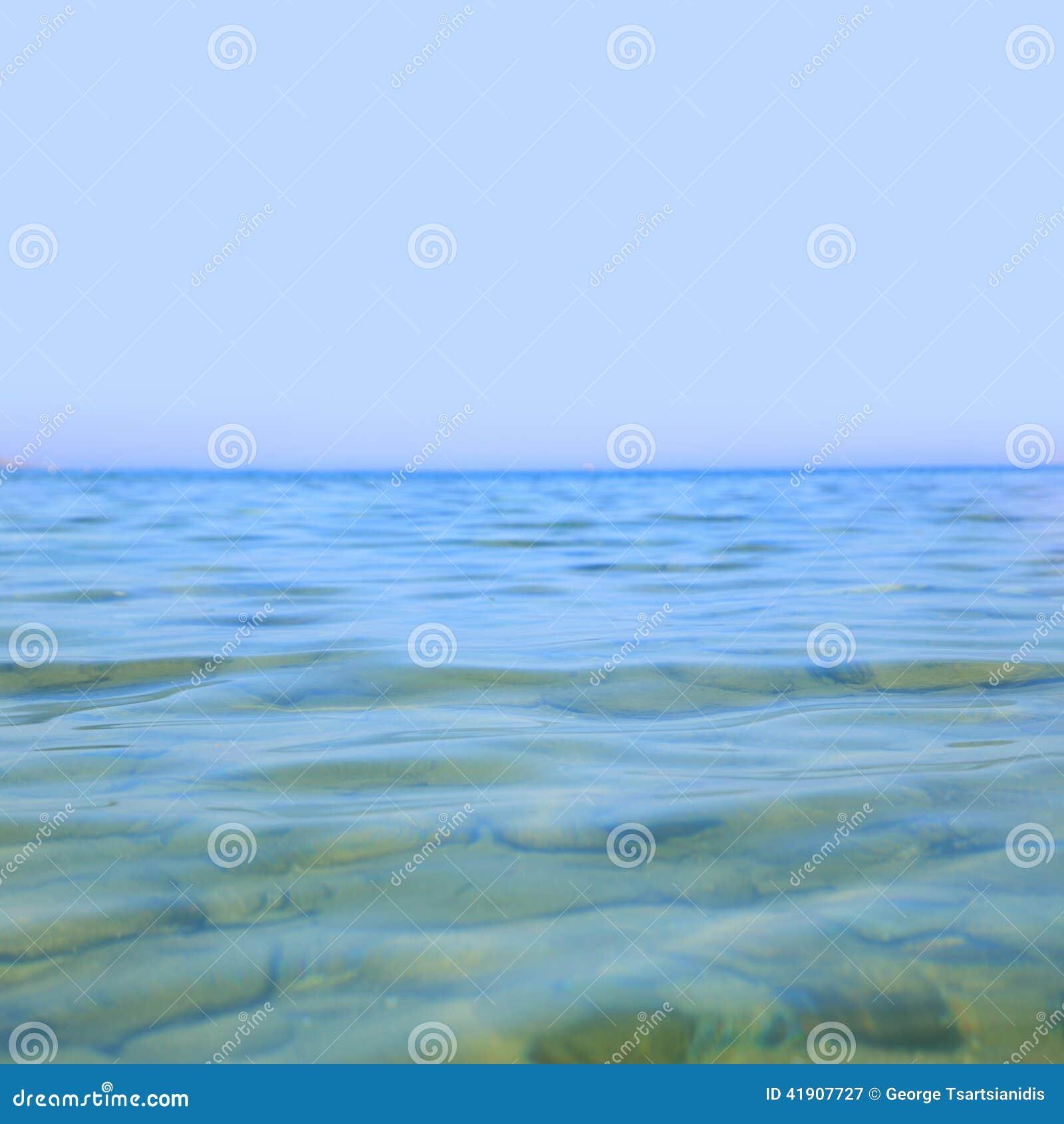 Mar azul claro