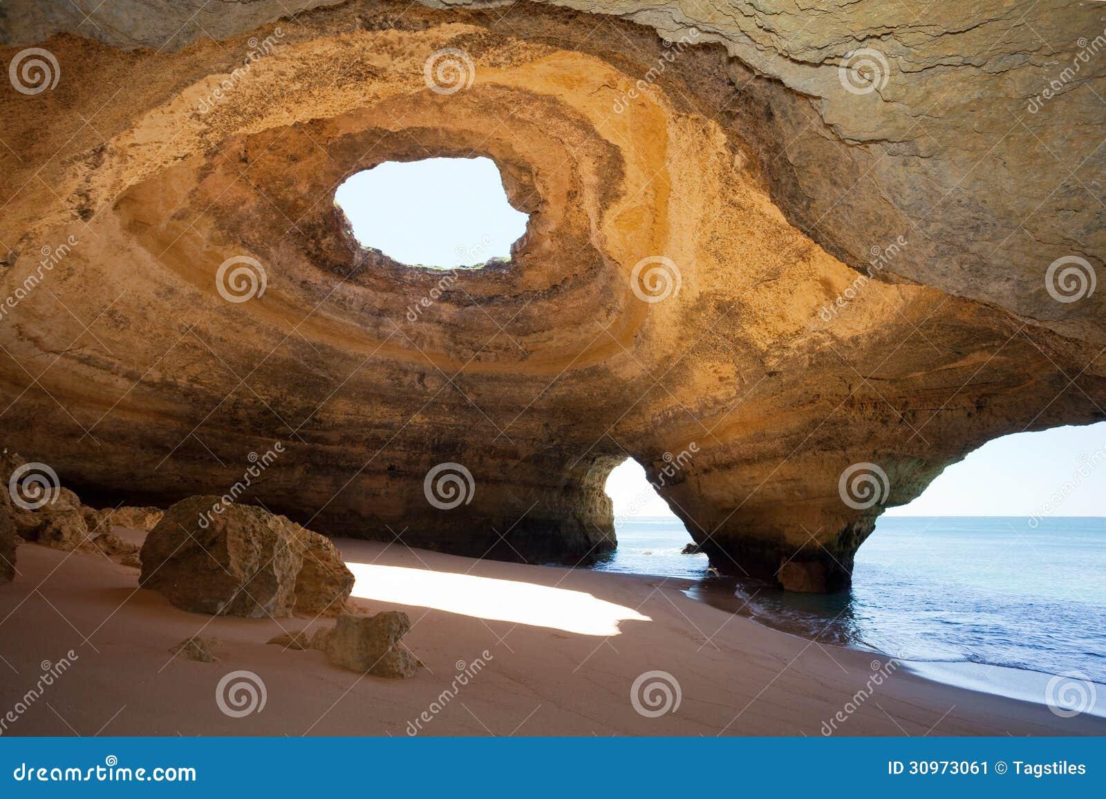 Mar-cavernas Portugal de Benagil
