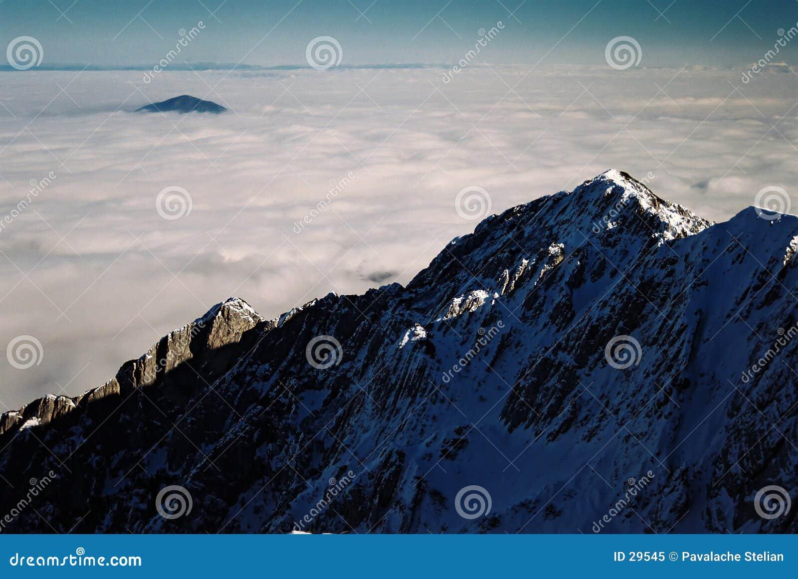 Download Mar de nubes imagen de archivo. Imagen de climbing, invierno - 29545