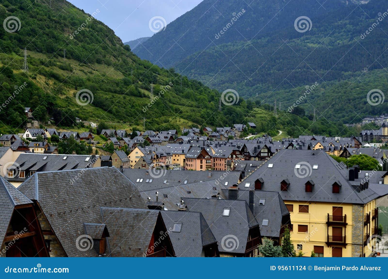 Mar de pizarra stock photo image of ciudad ciuda - Inmobiliarias valle de aran ...