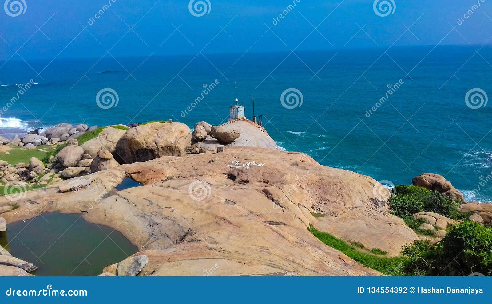 Mar e rocha
