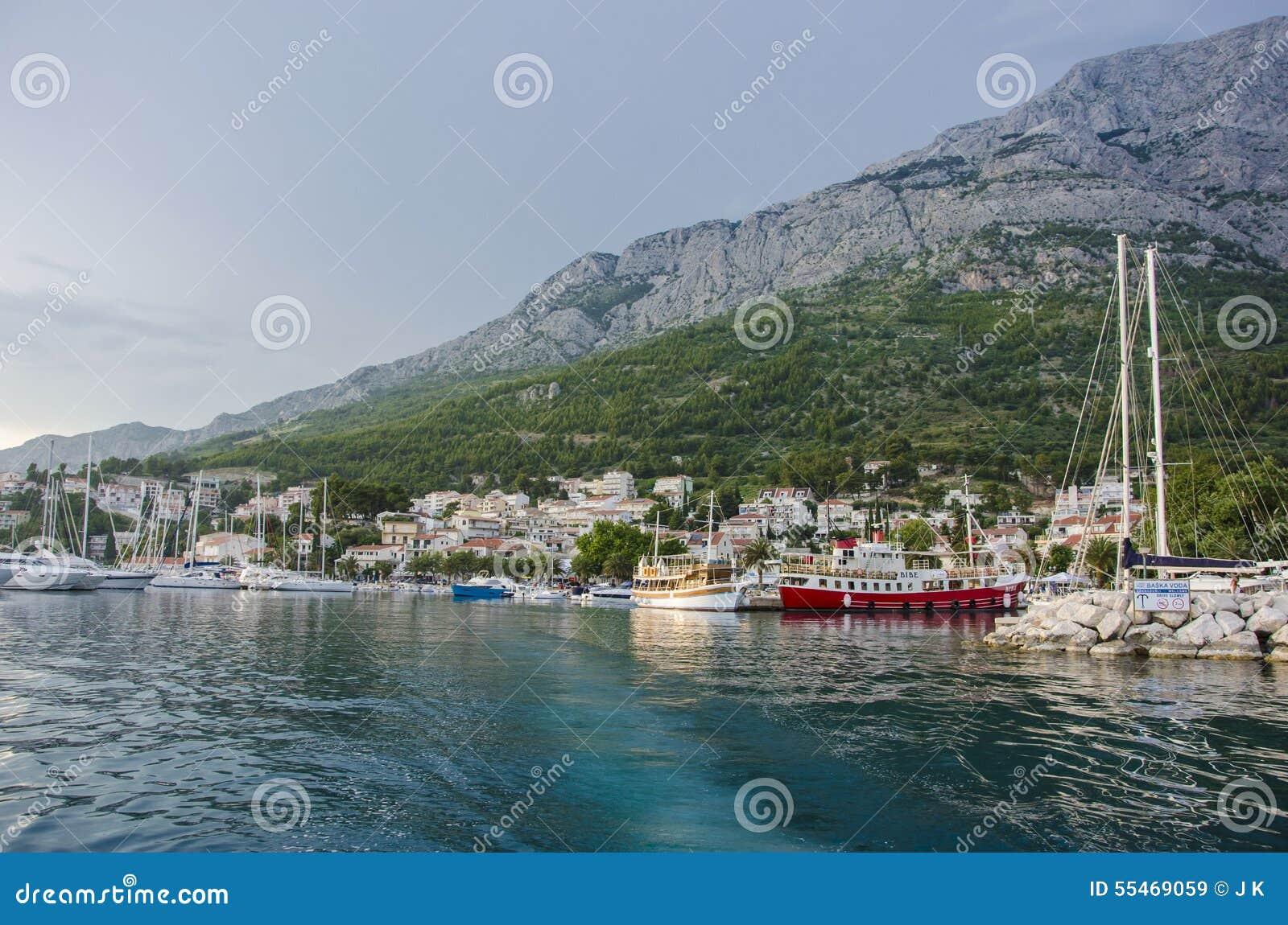 Mar y montaña azules