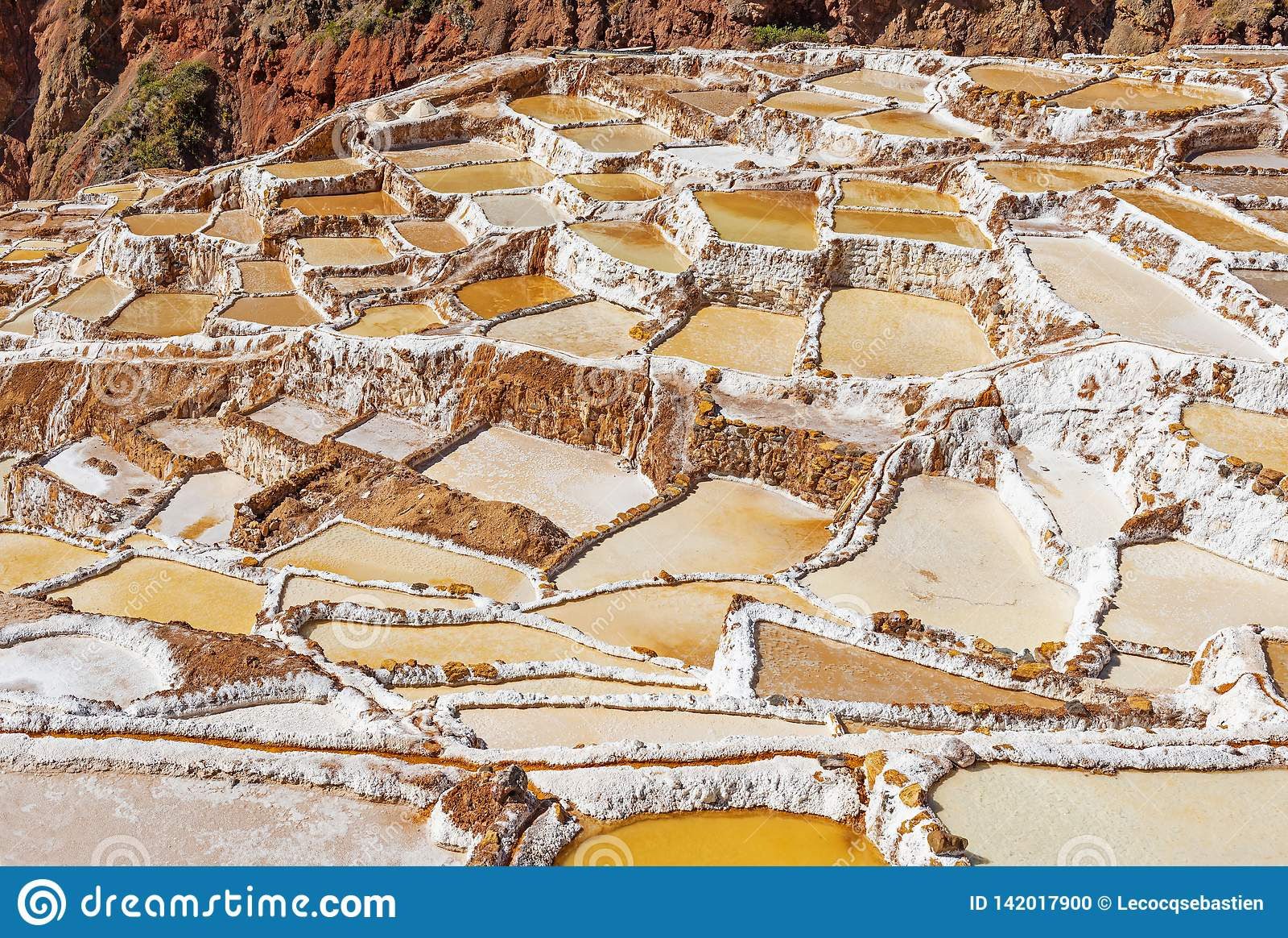 Maras saltar terrasser nära Cusco, Peru