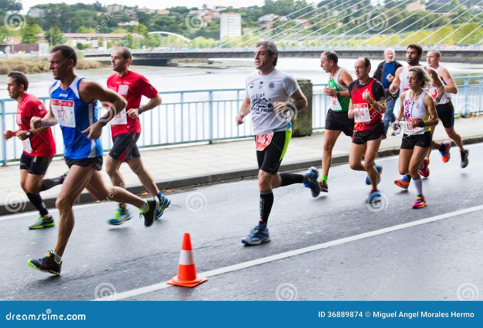Download Maratona urbana immagine stock editoriale. Immagine di corsa - 36889874