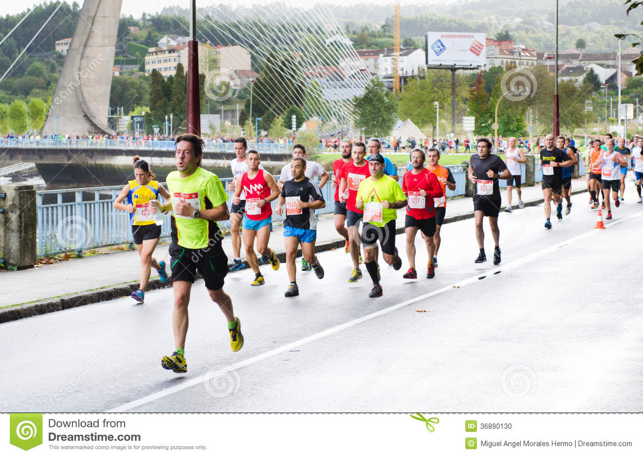 Download Maratona urbana immagine editoriale. Immagine di sano - 36890130