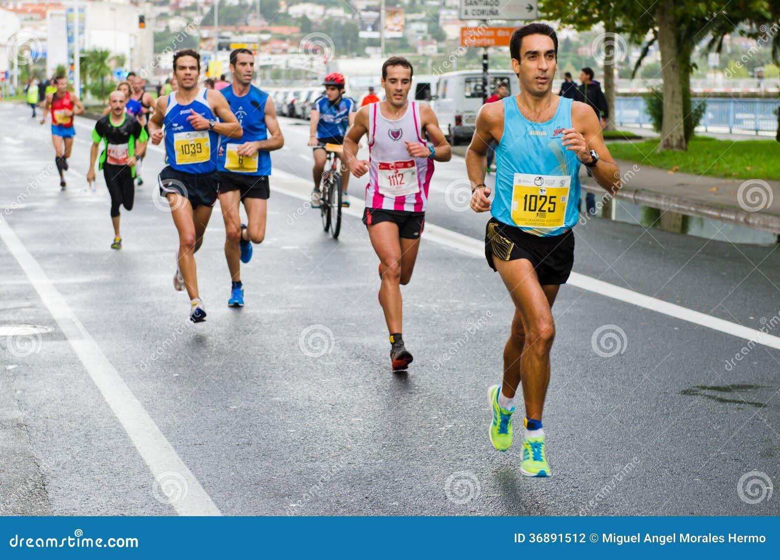 Download Maratona urbana fotografia editoriale. Immagine di corsa - 36891512