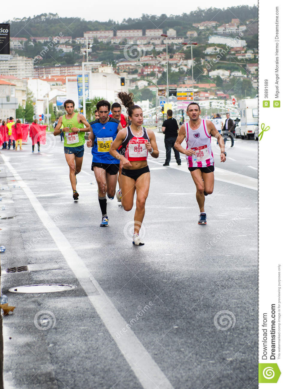 Download Maratona urbana immagine stock editoriale. Immagine di concorrenza - 36891689