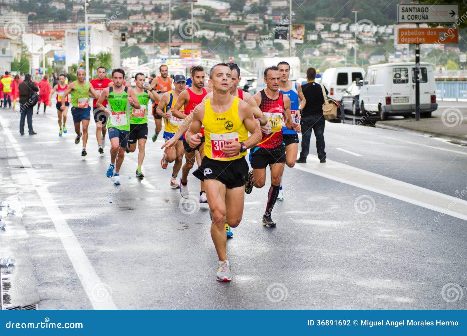 Download Maratona urbana fotografia editoriale. Immagine di people - 36891692